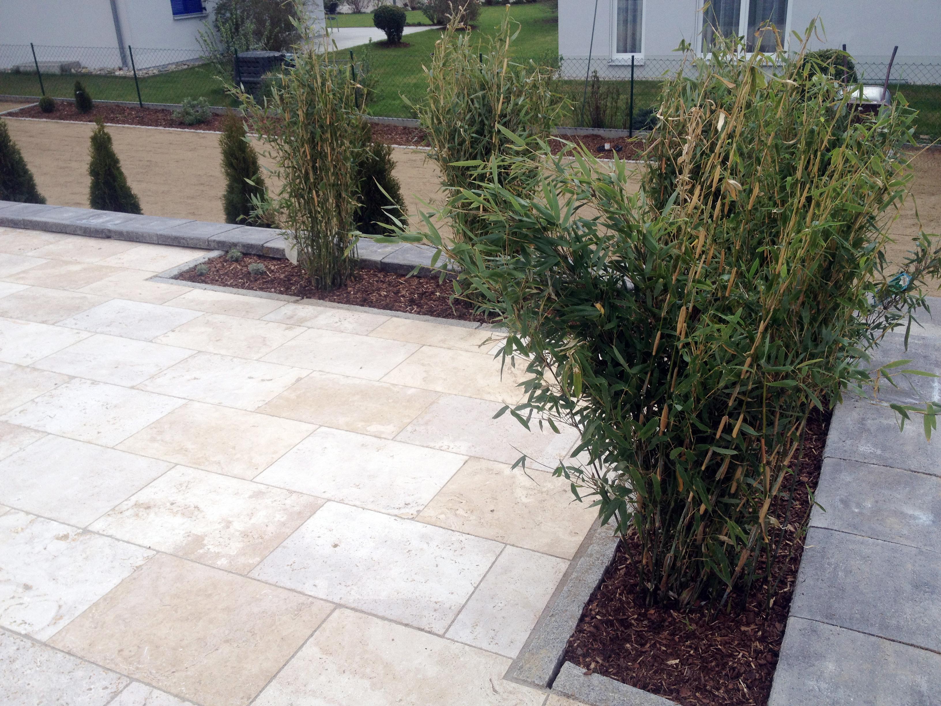 Auf Terrasse integriertes Pflanzbeet - Tobisch Gartengestaltung